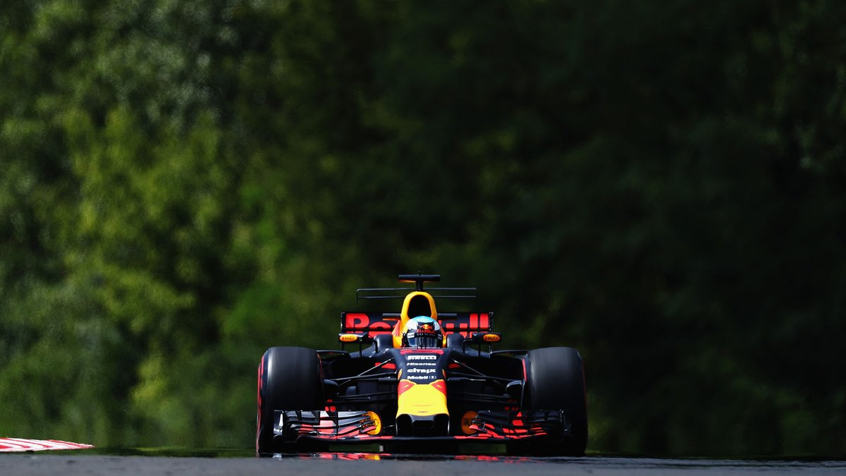 Photo of FP1 Hungria – Daniel Ricciardo aproveita circuito travado e coloca Red Bull à frente de Ferrari e Mercedes