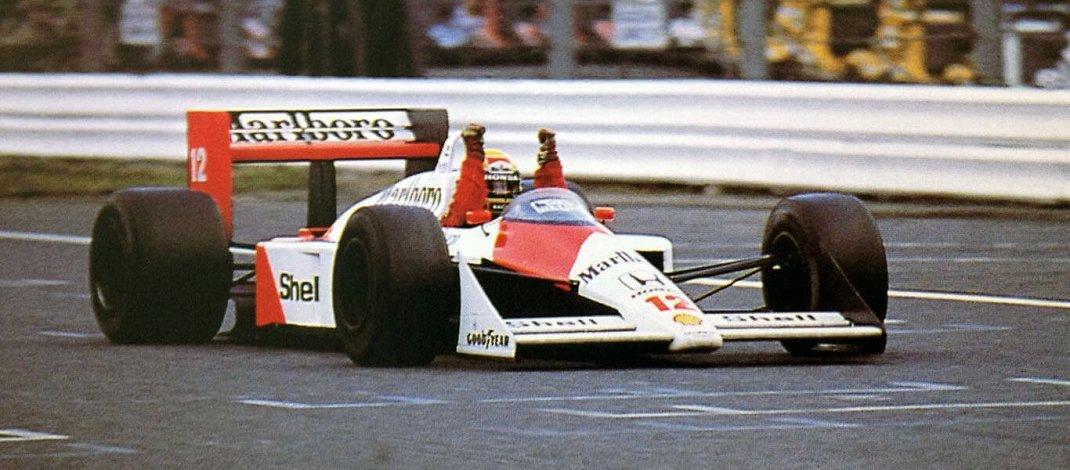 Foto de Ayrton Senna vence em Suzuka e conquista o seu primeiro título