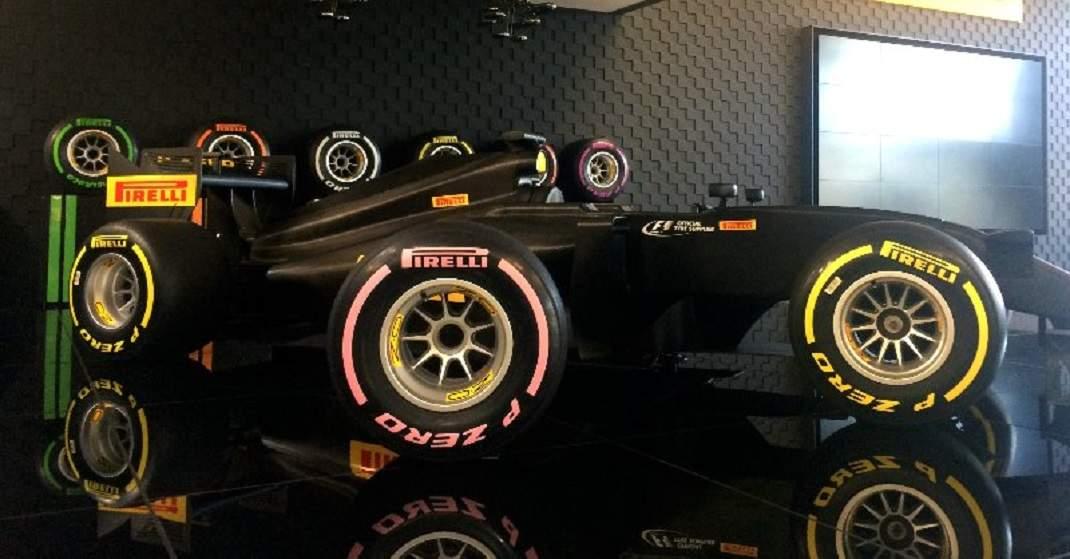 Foto de Ações na Fórmula 1 para o Outubro Rosa