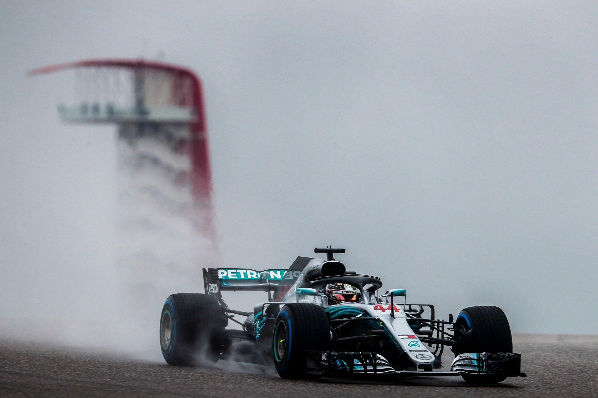 Photo of FP1 EUA –  Lewis Hamilton puxa dobradinha da Mercedes em sessão muito molhada