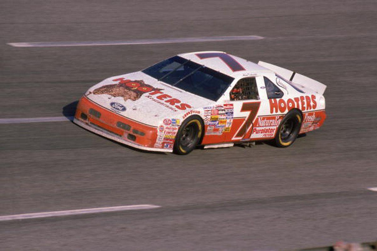 Foto de 15 de Novembro – A maior corrida da história da NASCAR – Dia 177 dos 365 dias mais importantes da história do automobilismo – Segunda Temporada.