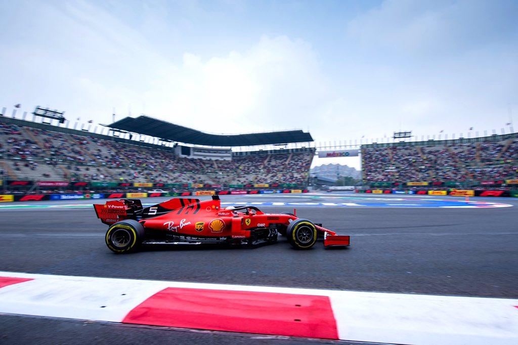 Foto de TL2 México – Sebastian Vettel assume a ponta, com Max Verstappen colado em piloto da Ferrari