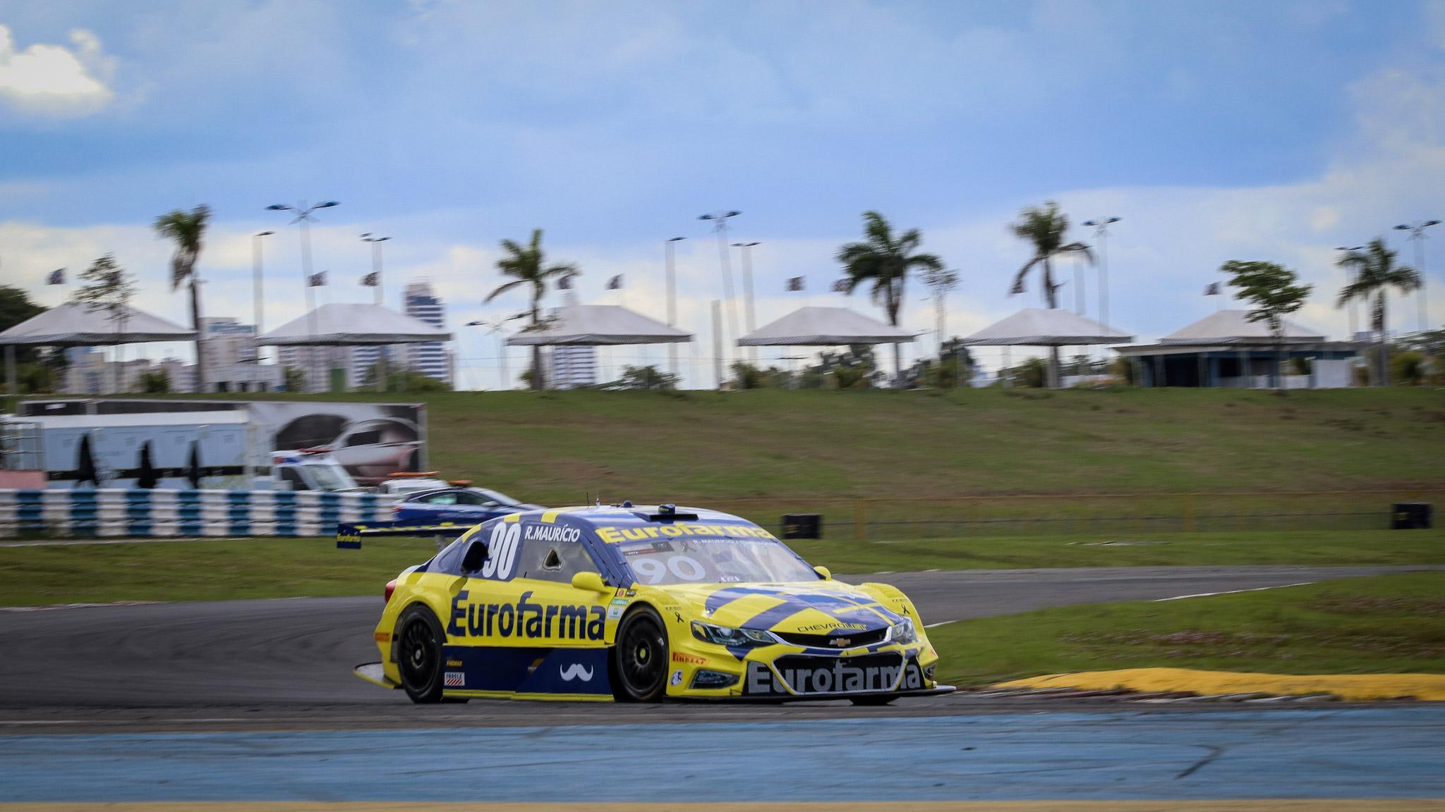 Foto de Ricardo Maurício surpreende obtendo vitória na segunda prova em Goiânia e Brito perde o pódio na última volta