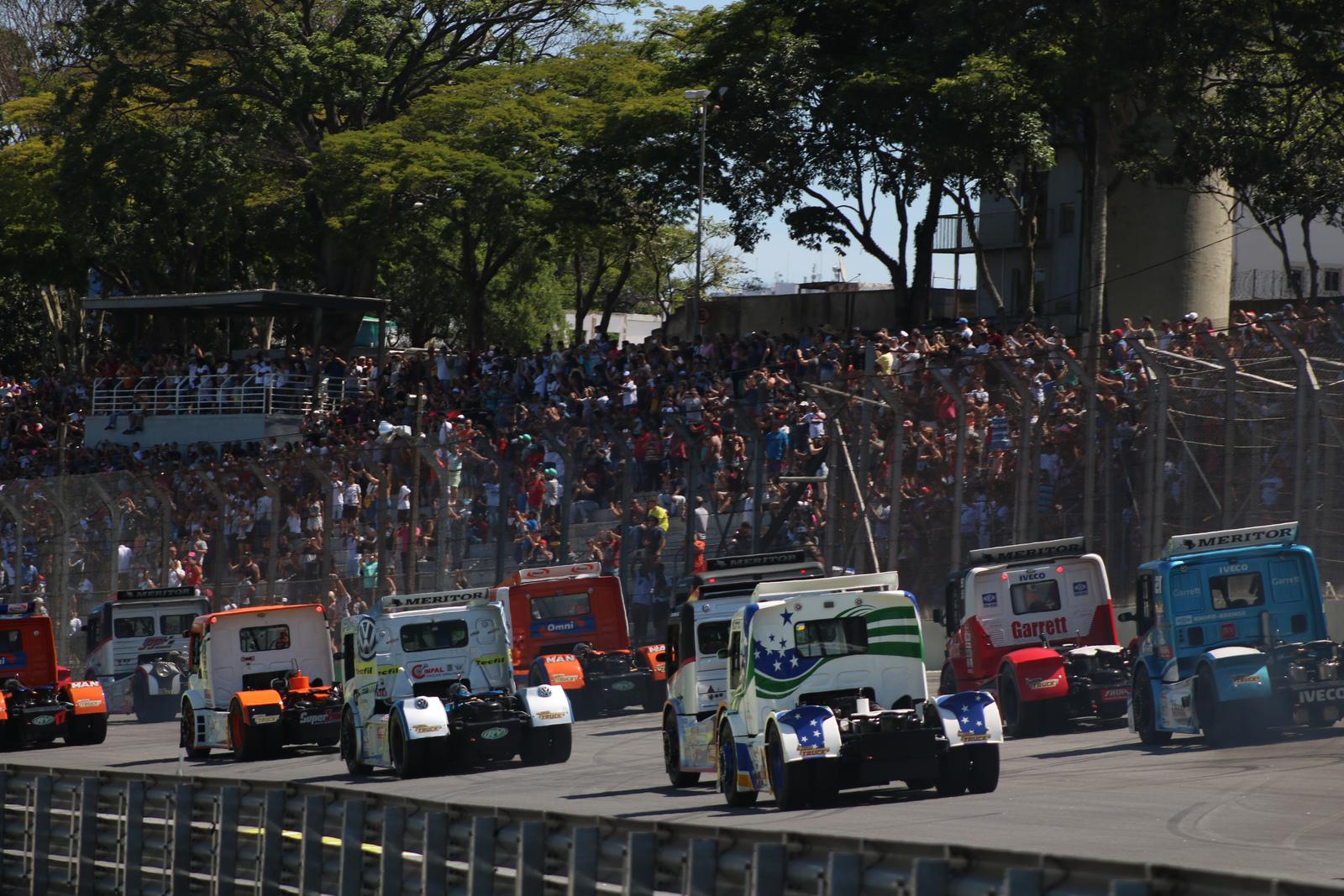 Photo of Galeria de fotos da Corrida 01 da Copa Truck em Interlagos, fotos de Deborah Almeida