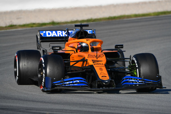 Photo of McLaren se retira do GP da Austrália, após membro da equipe ser infectado com o COVID-19