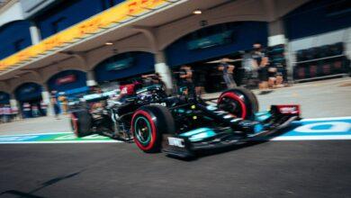 Foto de Hamilton lidera TL1 na Turquia, mas Mercedes já confirma troca de componente do motor do inglês